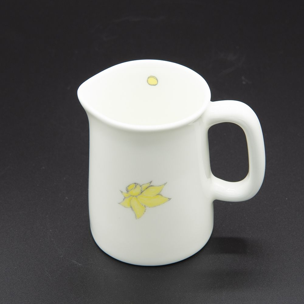 """Image Description of """"Welsh Connection daffodils jug, small""""."""